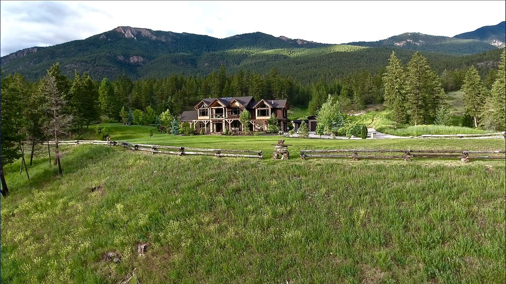 Recreational Property / Acreage / Detached House For Sale in Windermere, BC - 5 bed, 5 bath