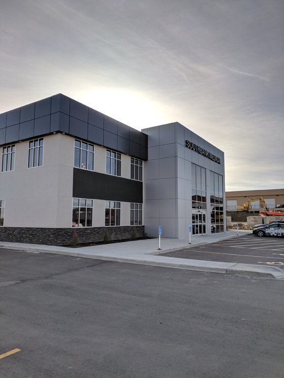 Commercial Space / Land with Building(s) For Lease in Okotoks, AB