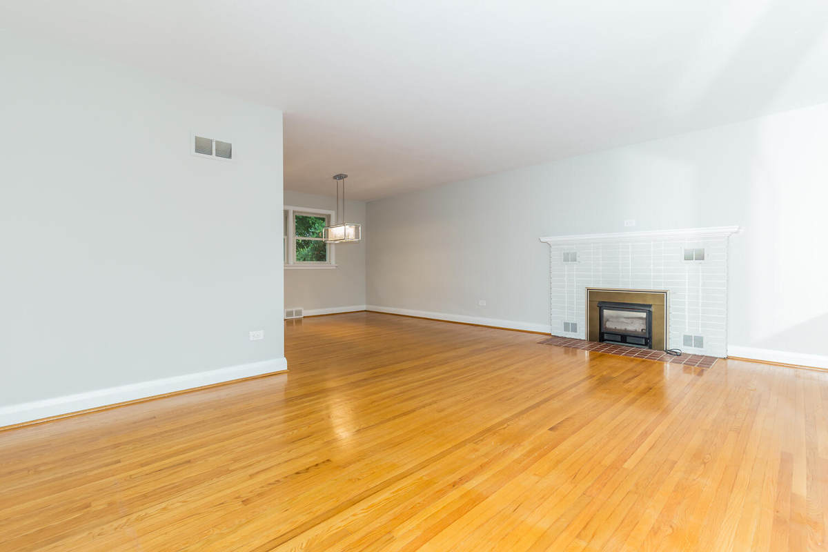 House For Sale in Barrie, ON - 3+1 bed, 2 bath