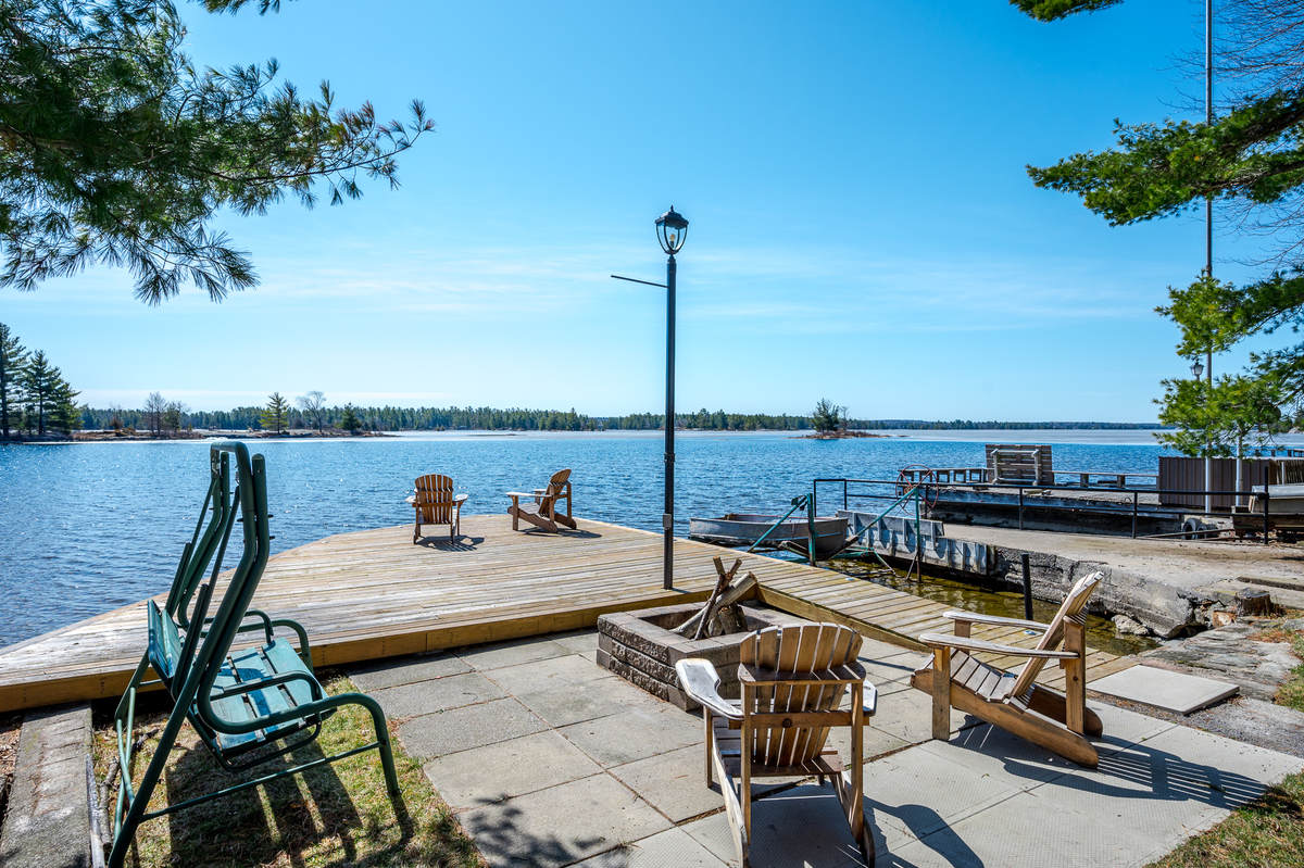 Waterfront Property / Cottage / Detached House / House / Recreational Property For Sale in North Kawartha, ON - 4 bed, 3 bath