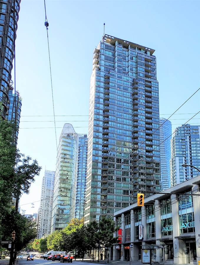 Apartment For Sale in Vancouver, BC - 3+1 bed, 3 bath