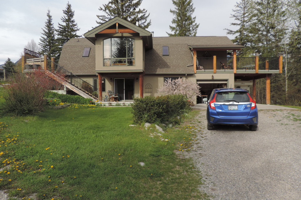 Acreage / Detached House / Home-Based Business Potential / Recreational Property For Sale in Windermere, BC - 4 bed, 2 bath