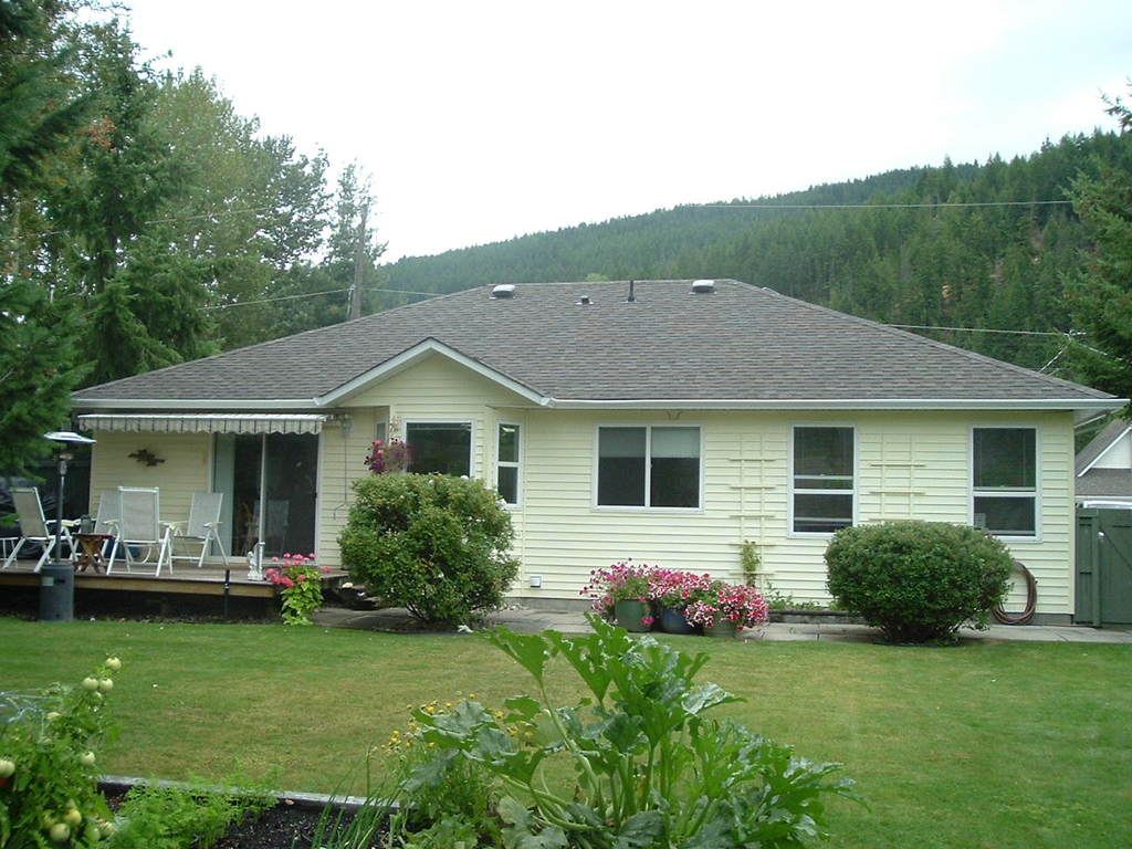 House For Sale in Sicamous, BC - 3 bed, 2 bath