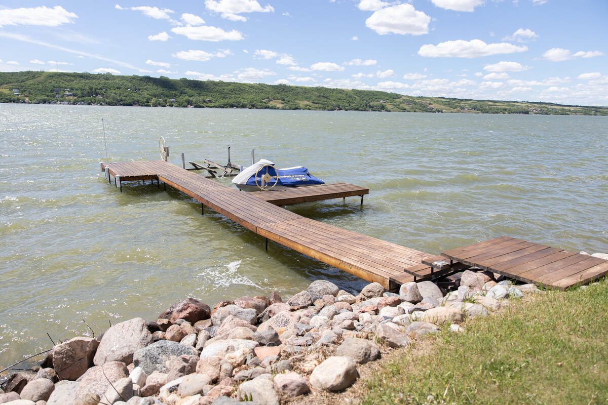 House / Acreage / Detached House / Home-Based Business Potential / Recreational Property For Sale on Buffalo Pound Lake, SK - 7 bed, 4.5 bath