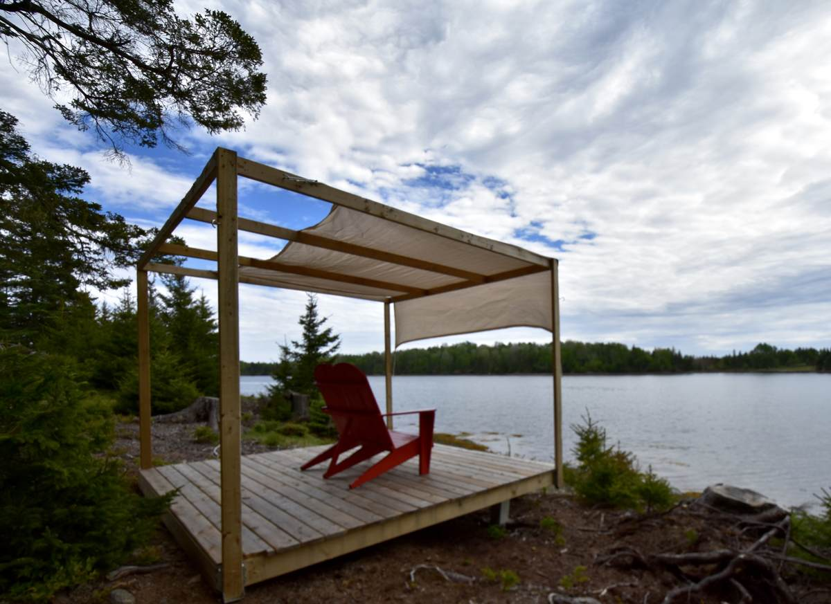 Waterfront Property / Detached House For Sale on Heckmans Island, NS - 2 bed, 1.5 bath