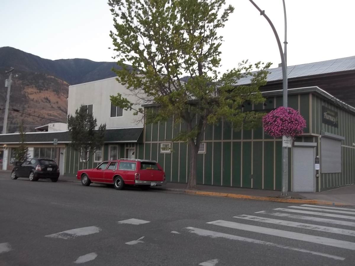 Commercial Space / Apartment / Land with Building(s) / Revenue Property For Sale in Keremeos, BC - 2 bed, 4 bath