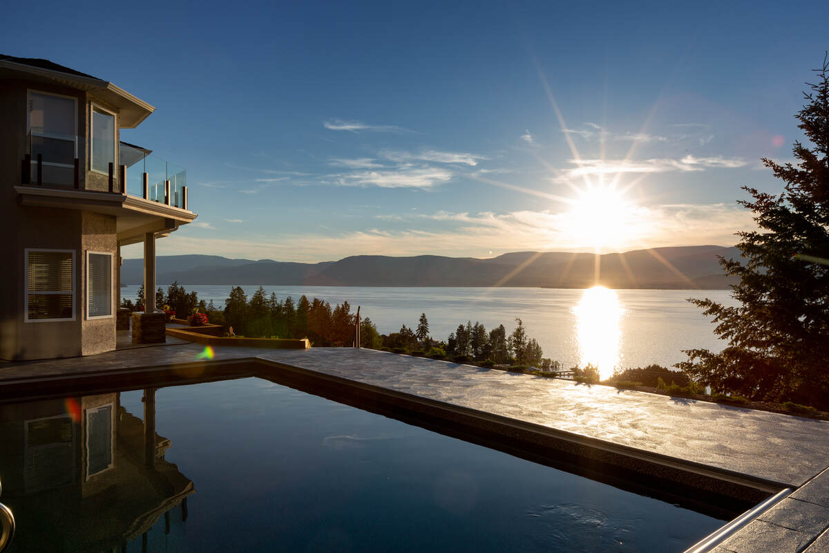 House For Sale in Kelowna, BC - 5 bed, 4 bath