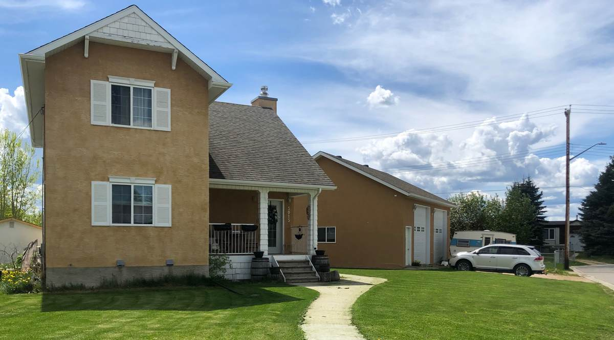 House / Detached House For Sale in Evansburg, AB - 4 bed, 3 bath