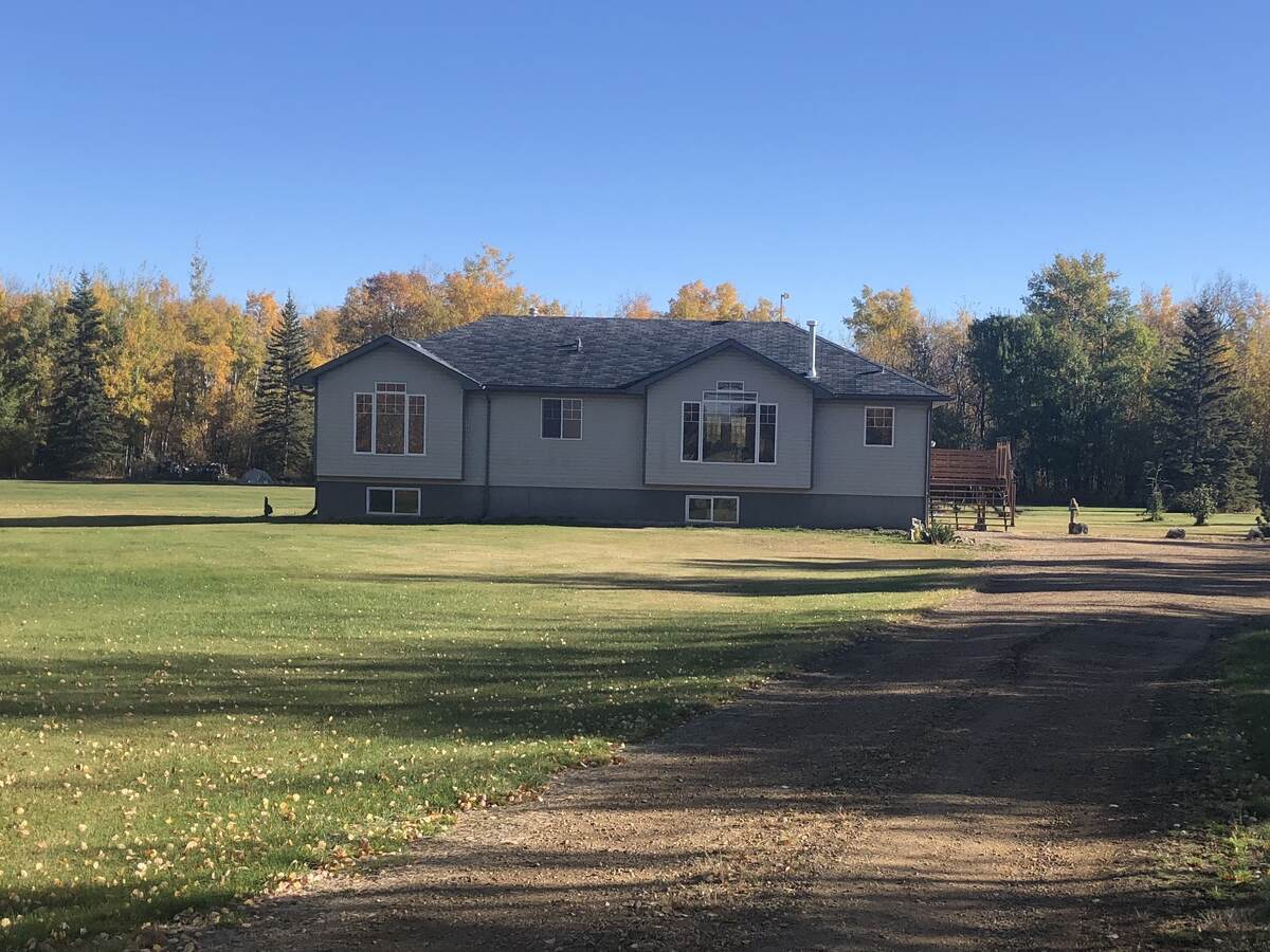 Farm / Detached House / Land with Building(s) / Recreational Property / Revenue Property For Sale in Falher, AB - 3+2 bed, 3 bath