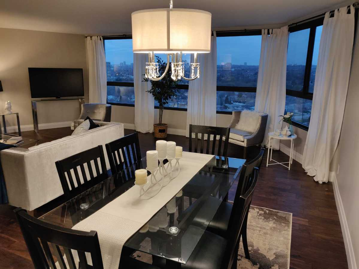 Condo For Sale in Mississauga, ON - 2+1 bed, 2 bath