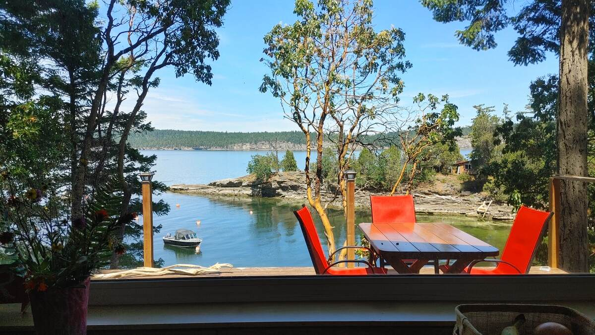 House / Waterfront Property For Sale on Ruxton Island, BC - 3 bed, 1 bath