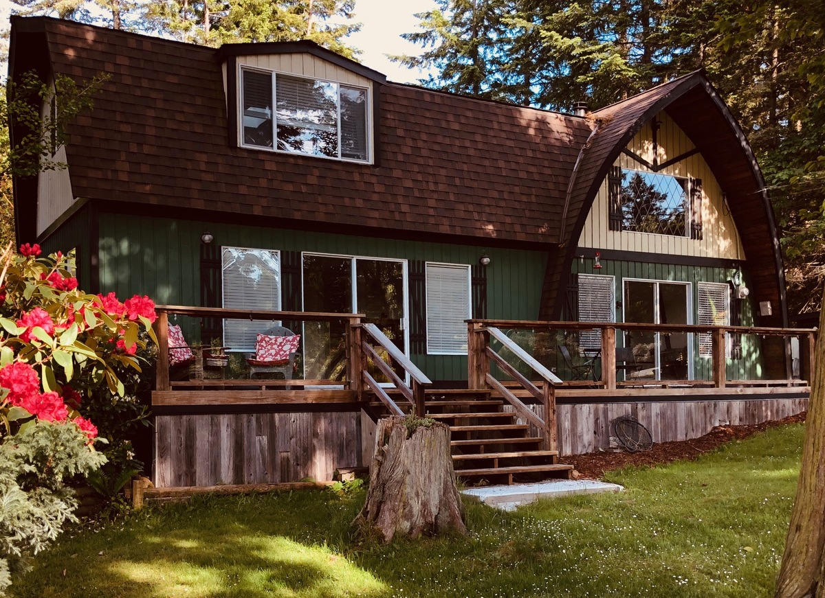House / Cottage / Detached House / Home-Based Business Potential / Revenue Property For Sale on Mayne Island, BC - 3 bed, 1 bath