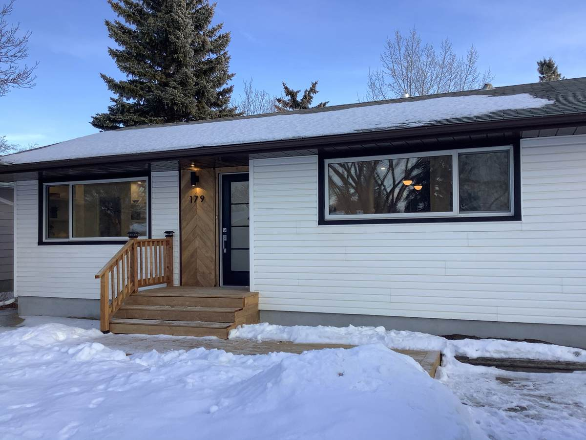 House For Sale in Regina, SK - 3 bed, 1 bath