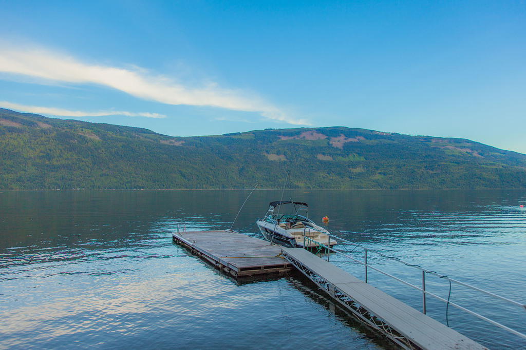 Waterfront Property / Cottage / Recreational Property For Sale on Shuswap Lake, BC - 7+1 bed, 2.5 bath