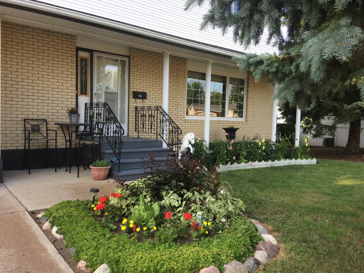 House For Sale in Yorkton, SK - 4+1 bed, 2.5 bath