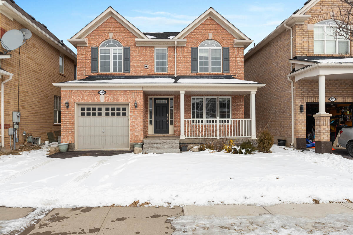 House / Detached House For Sale in Milton, ON - 4 bed, 2.5 bath