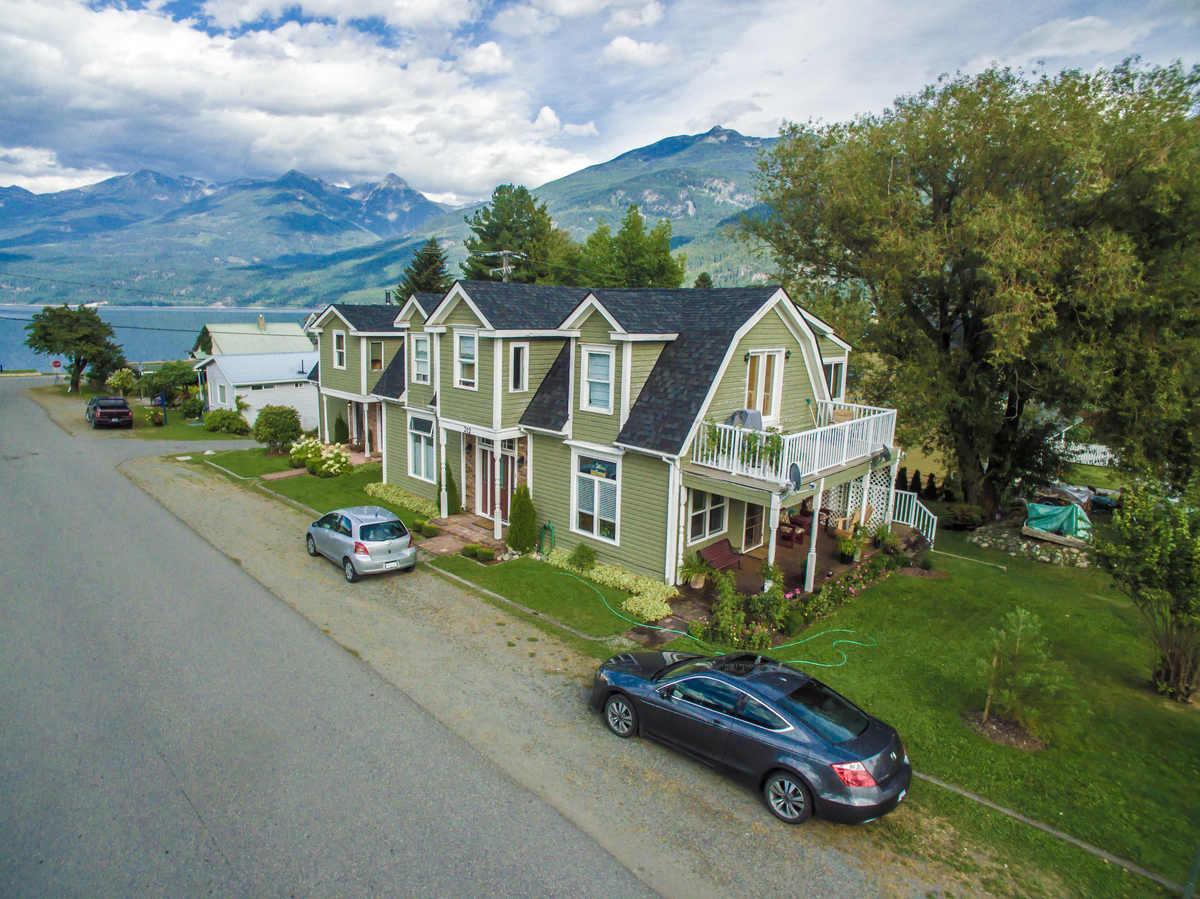 House / 4-Plex / Apartment / Business with Property For Sale in Kaslo, BC - 4+2 bed, 4 bath