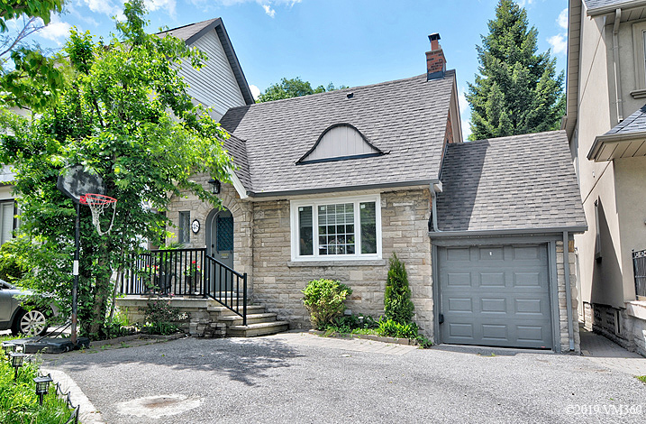 House For Sale in Toronto, ON - 3+2 bed, 3 bath