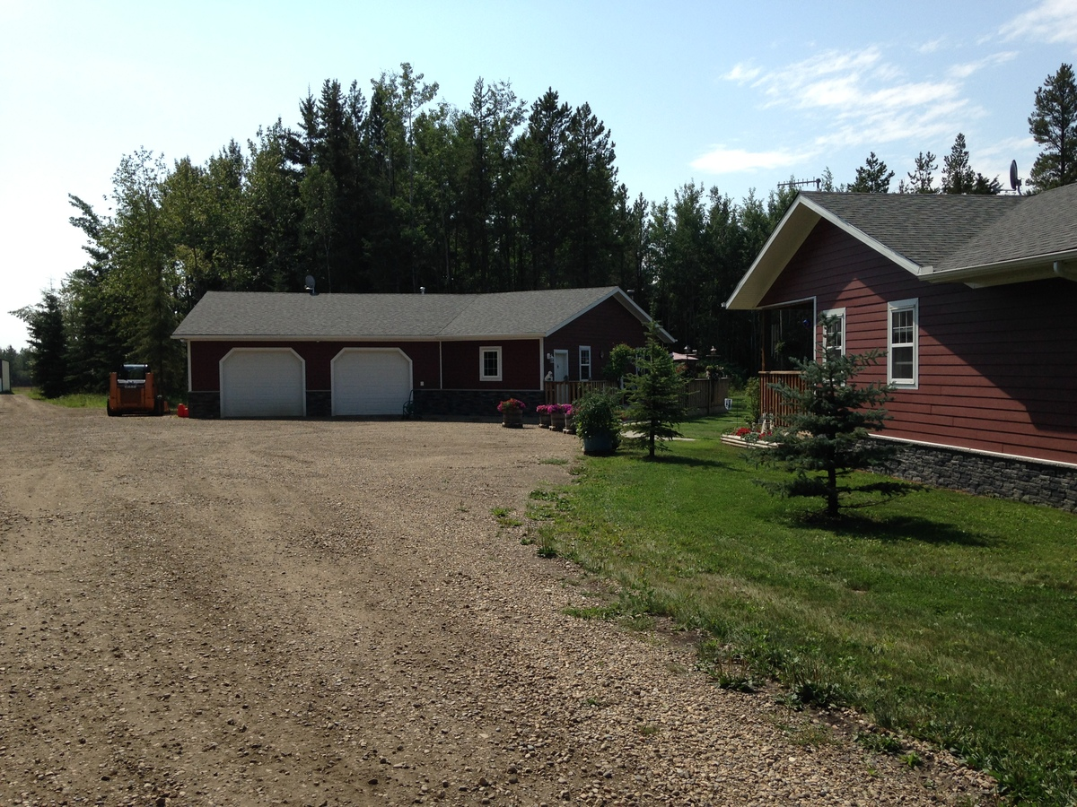 Acreage / Land / Land with Building(s) For Sale in Evansburg, AB - 3+1 bed, 3 bath
