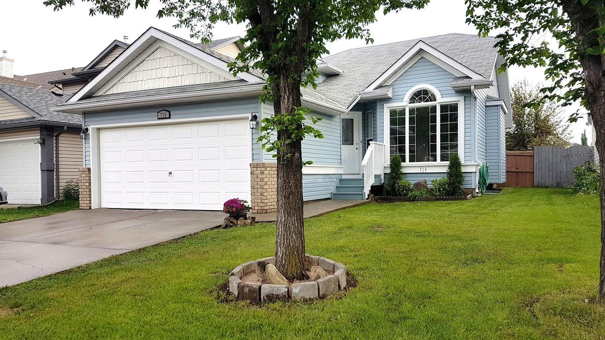 House For Sale in Calgary, AB - 3+2 bed, 3 bath