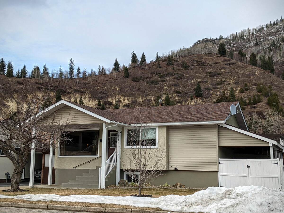 House For Sale in Trail, BC - 5 bed, 2 bath