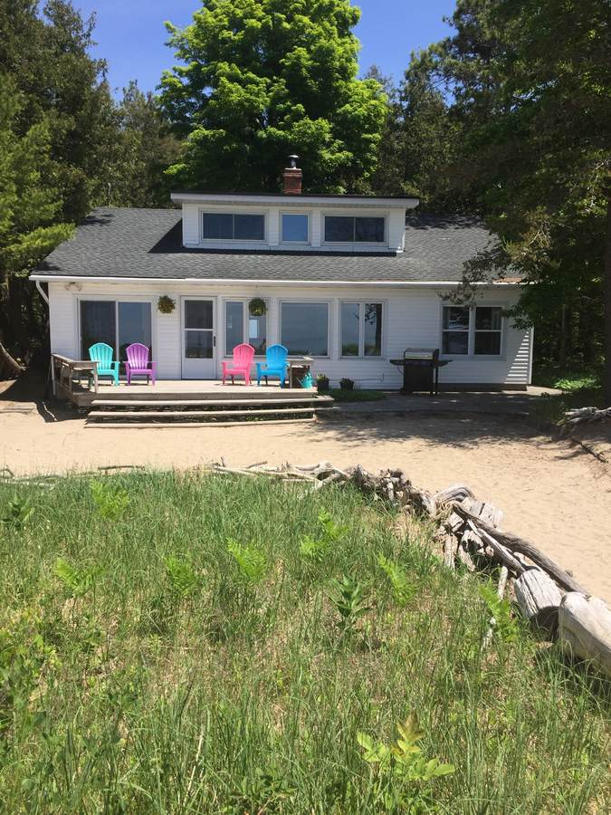 Cottage For Sale in Kincardine, ON - 4 bed, 2 bath