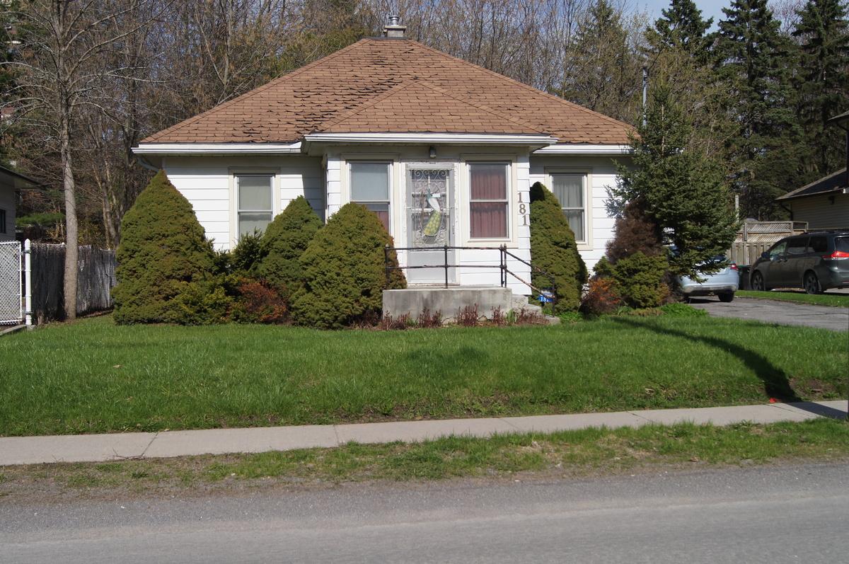 House For Sale in Belleville, ON - 2 bed, 1 bath