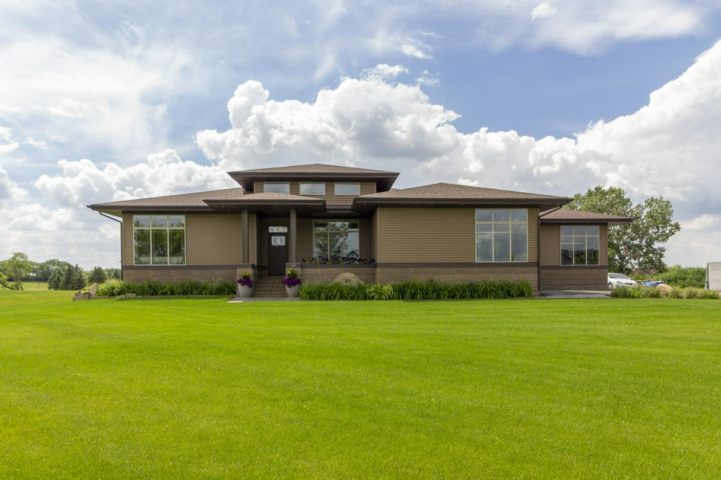 House / Detached House / Golf Course View For Sale in Raymond, AB - 2+2 bed, 3 bath