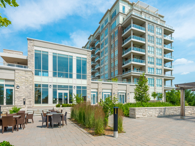 Condo / Apartment For Sale in Markham, ON - 2+1 bed, 2 bath