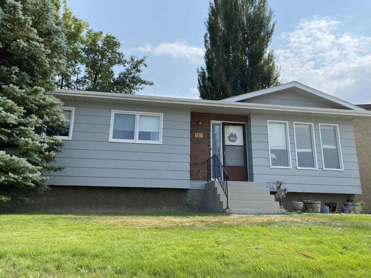 House For Sale in Brooks, AB - 3+1 bed, 2 bath