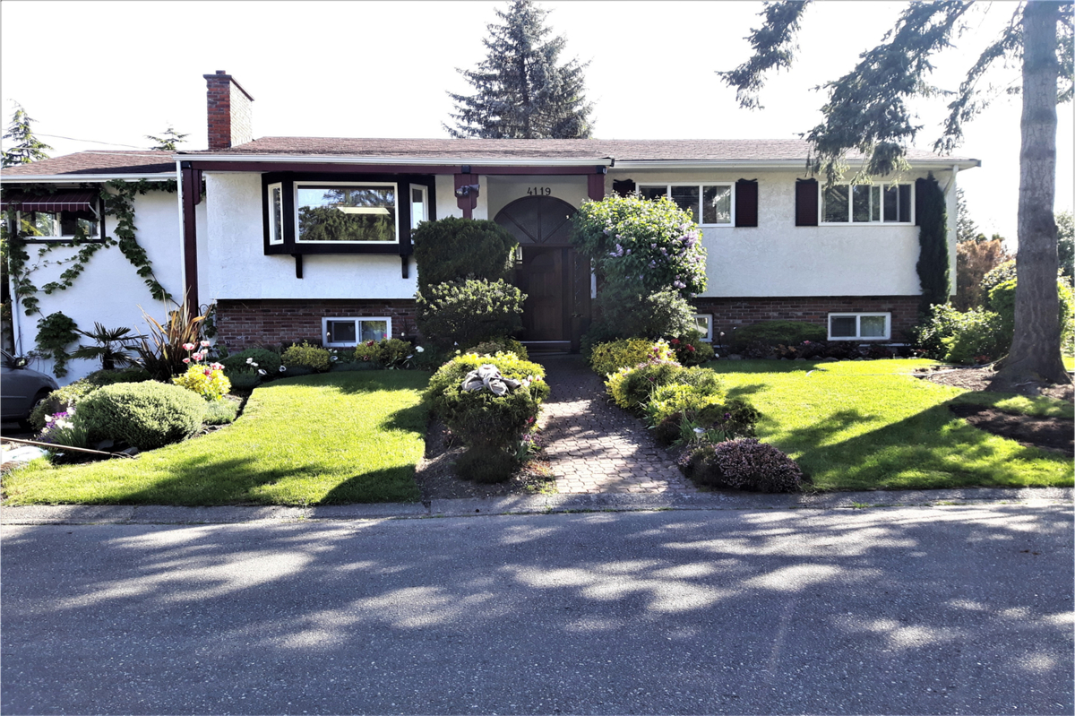 House For Sale in Victoria, BC - 5 bed, 3 bath