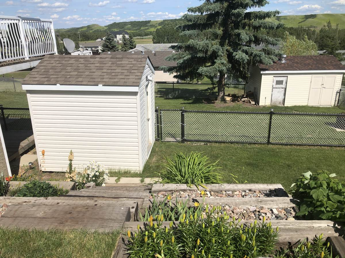 House For Sale in Hardisty, AB - 3+2 bed, 3 bath