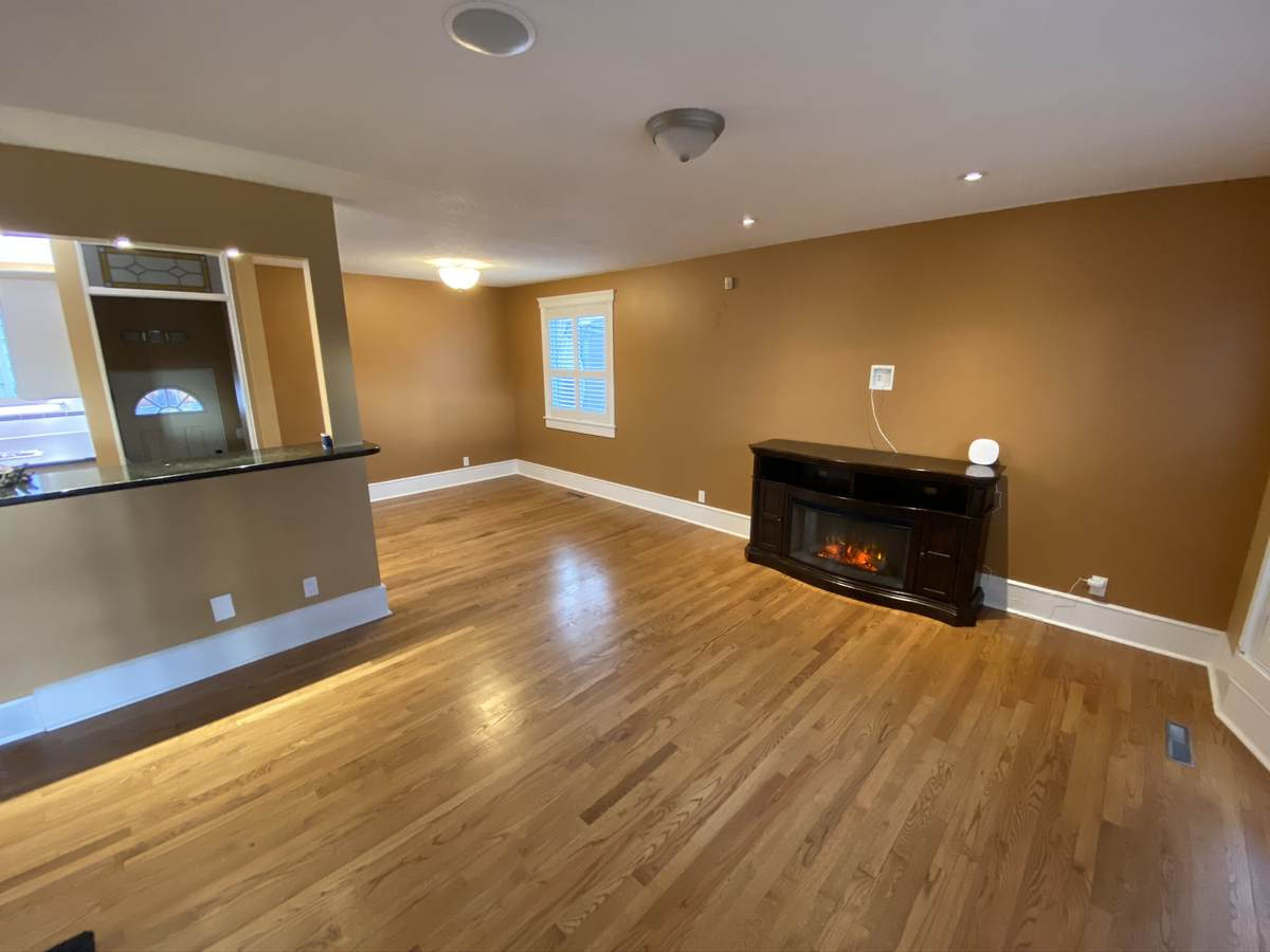 House / Revenue Property For Sale in Calgary, AB - 2+1 bed, 3 bath