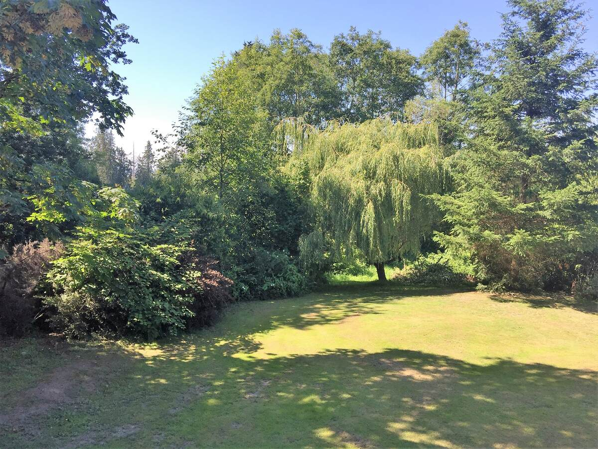 Acreage / House / Land with Building(s) For Sale in Surrey, BC - 4 bed, 2 bath