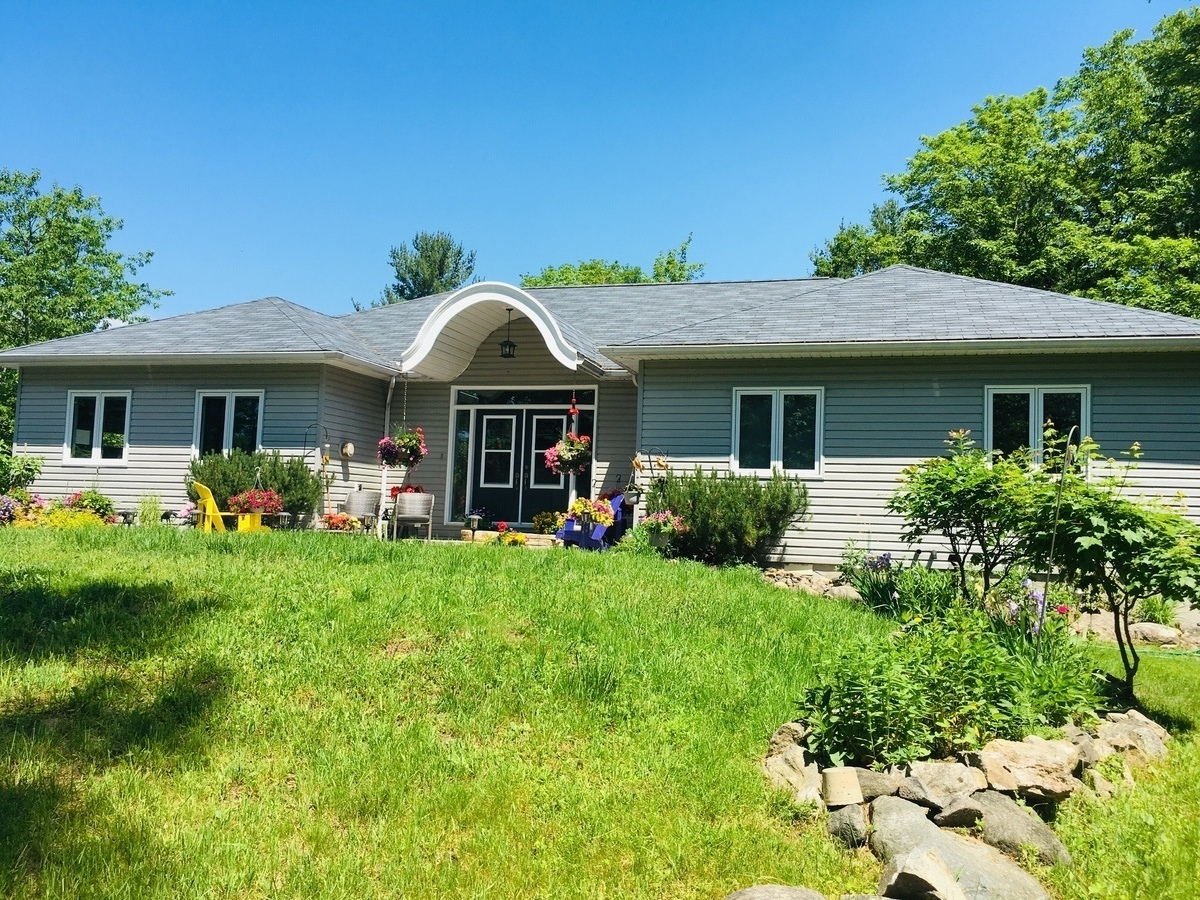 House / Recreational Property For Sale in Seguin, ON - 3 bed, 2.5 bath