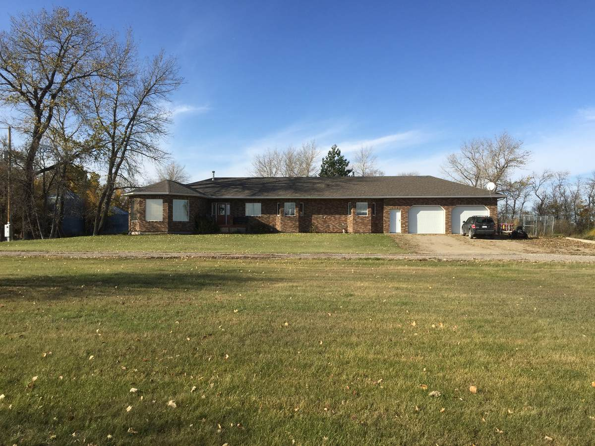 Acreage / Farm / House / Land with Building(s) / Ranch For Sale in Alameda, SK - 5+1 bed, 3 bath