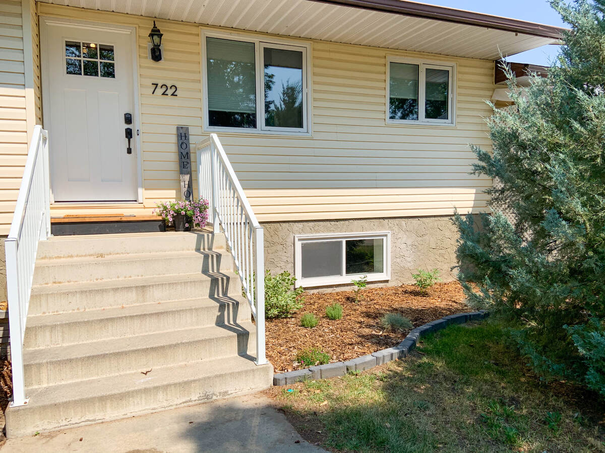 House For Sale in Bassano, AB - 2+1 bed, 2 bath