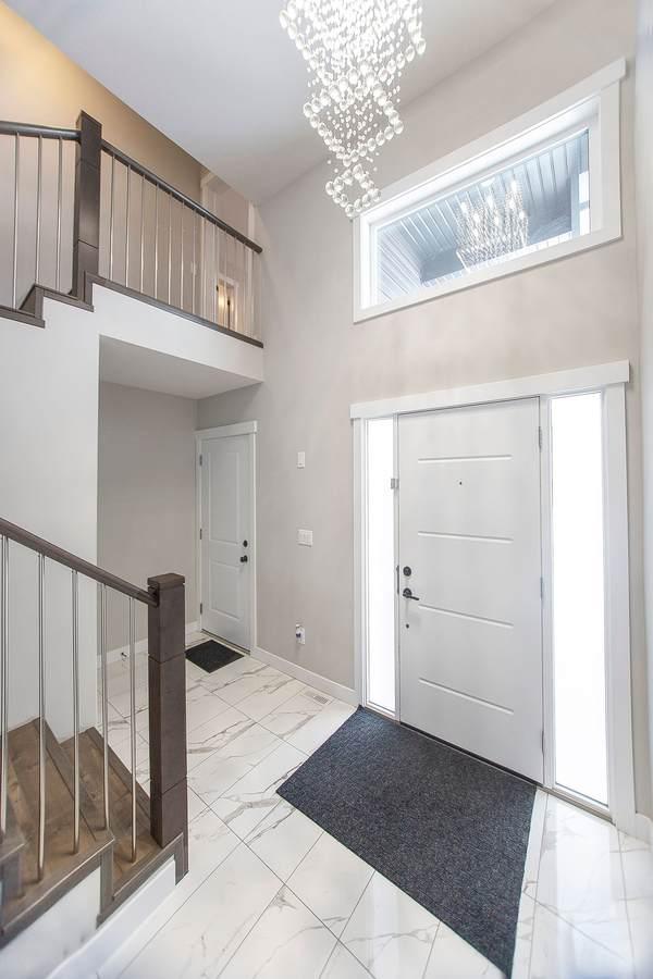 House / Detached House For Sale in Martensville, SK - 5+1 bed, 3 bath