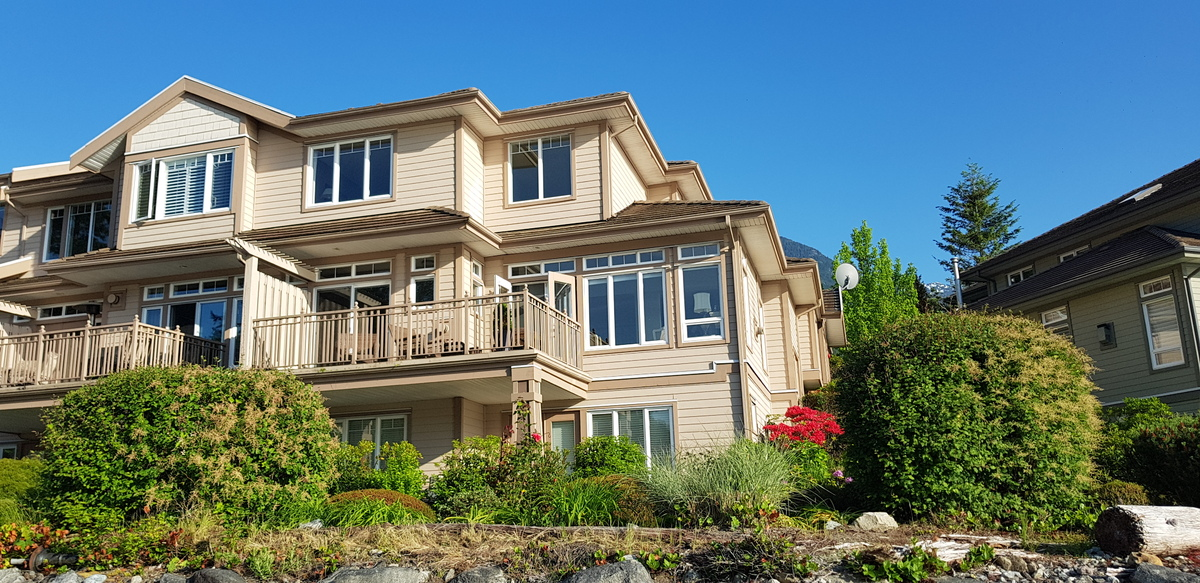 Waterfront Property / Townhouse For Sale in West Vancouver, BC - 4+1 bed, 5 bath