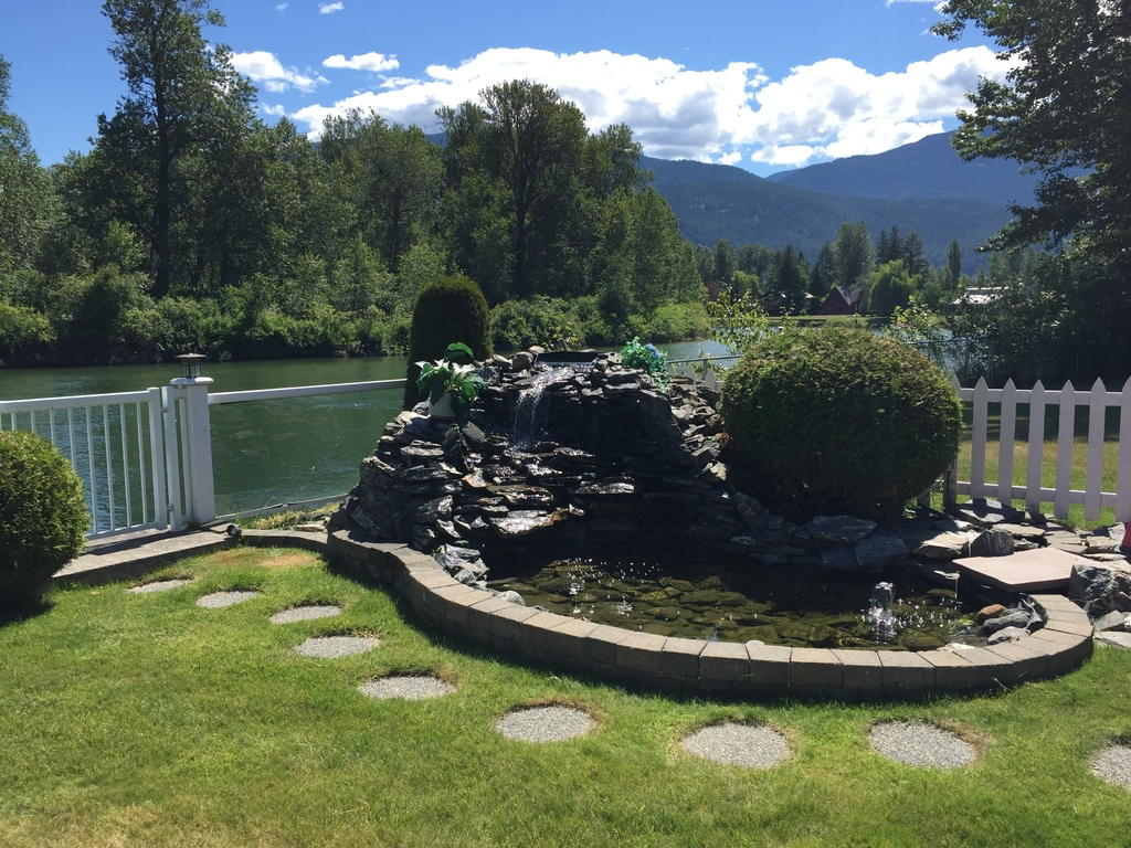 House / Waterfront Property For Sale in Sicamous, BC - 4 bed, 2 bath