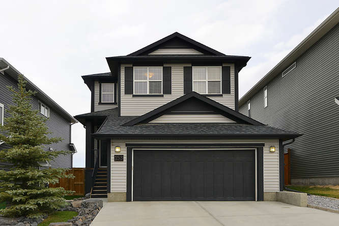 House For Sale in Cochrane, AB - 4 bed, 3.5 bath