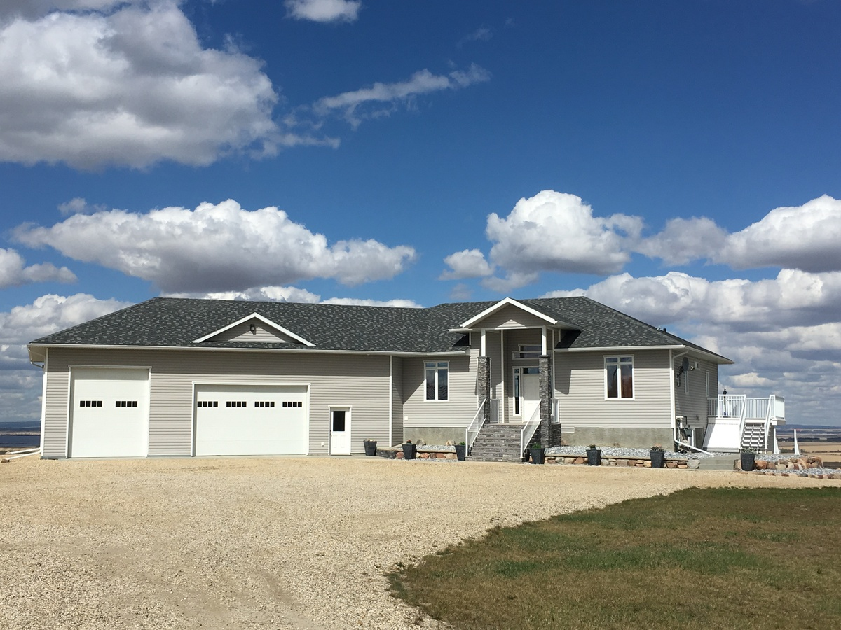 Acreage For Sale in County Of Grande Prairie, AB - 3+2 bed, 3 bath