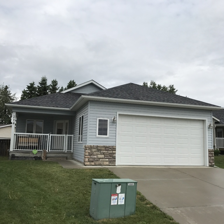House / Detached House For Sale in Three Hills, AB - 5+1 bed, 3 bath