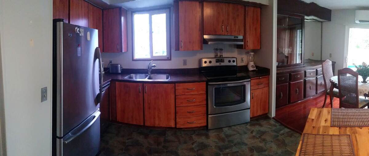 Manufactured Home For Sale in Sidney, BC - 3 bed, 1 bath