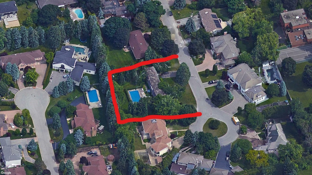 Building Lot / House For Sale in Thornhill, ON - 8 bed, 3.5 bath
