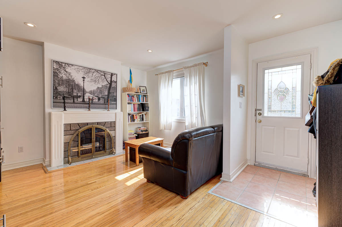 House For Sale in Toronto, ON - 3+1 bed, 2 bath