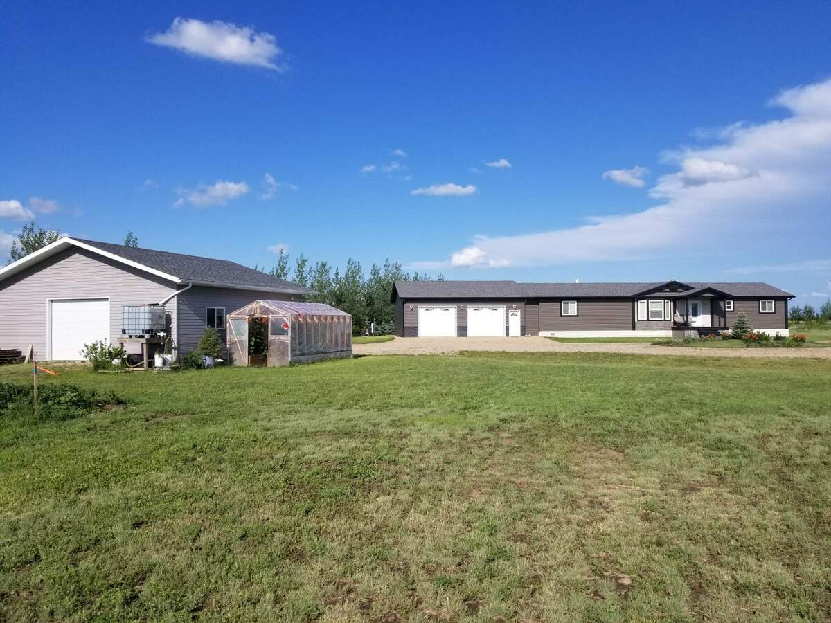 Acreage / Detached House / Home-Based Business Potential For Sale in Weyburn, SK - 3 bed, 2.5 bath