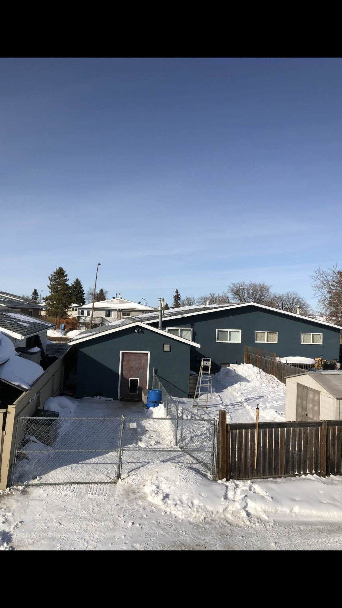Duplex For Sale in Fort McMurray, AB - 3+1 bed, 2 bath