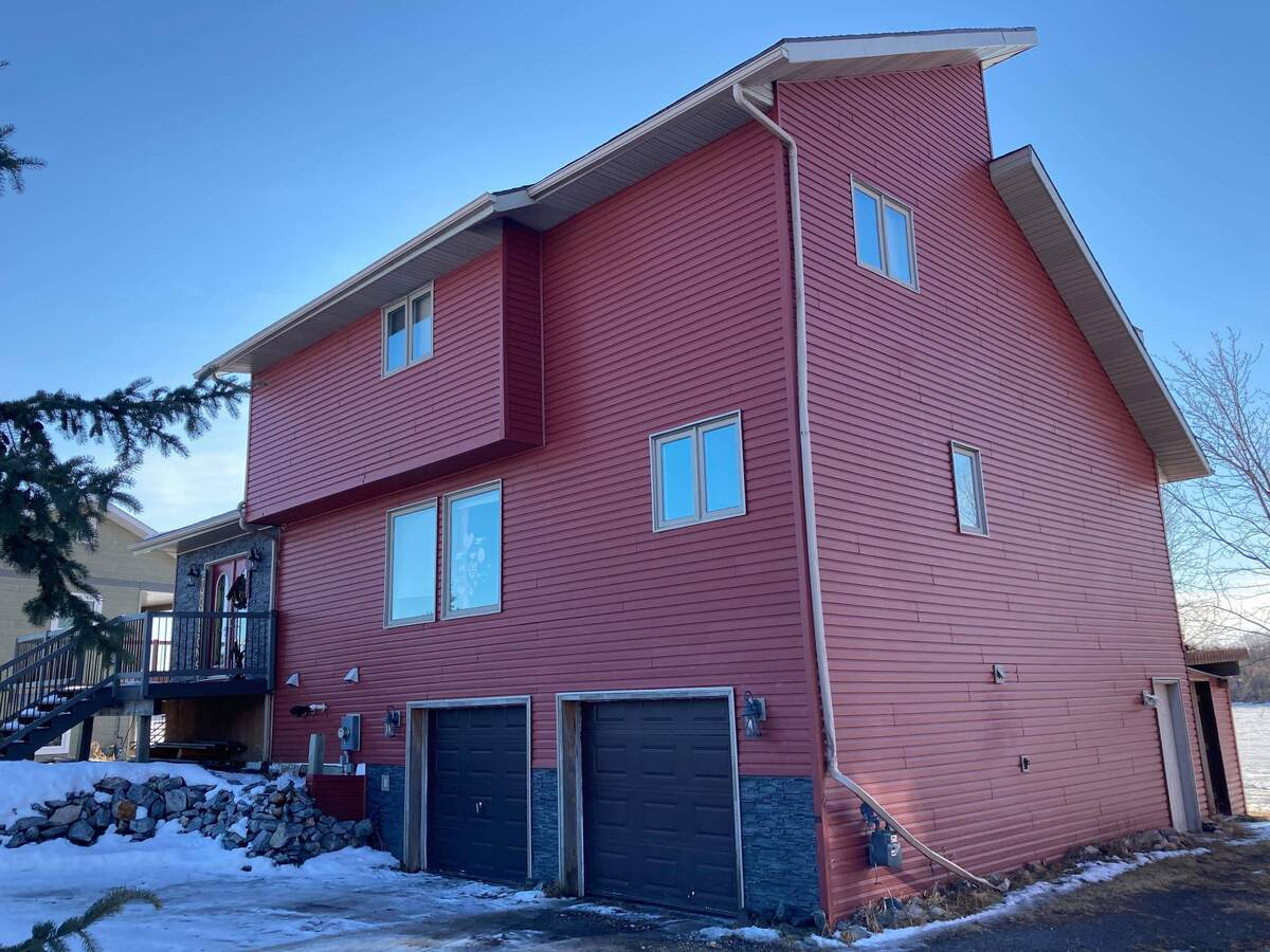 Waterfront Property For Sale in Rainy River, ON - 3+1 bed, 3. bath
