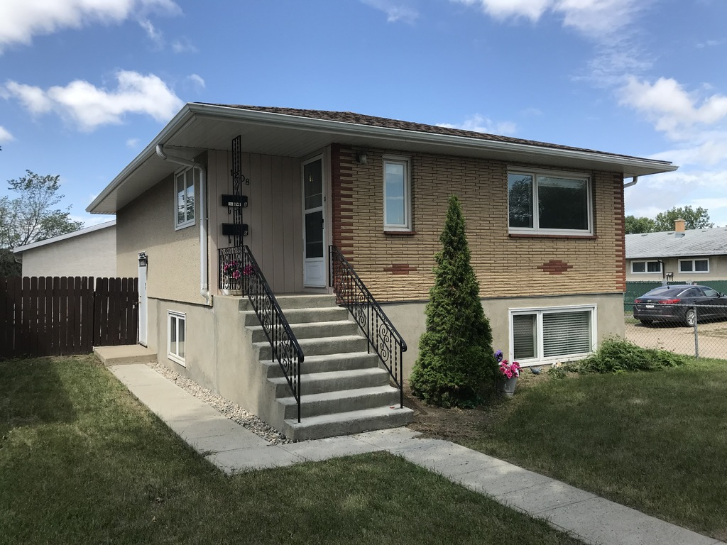 Duplex / Detached House For Sale in Regina, SK - 2+1 bed, 2 bath